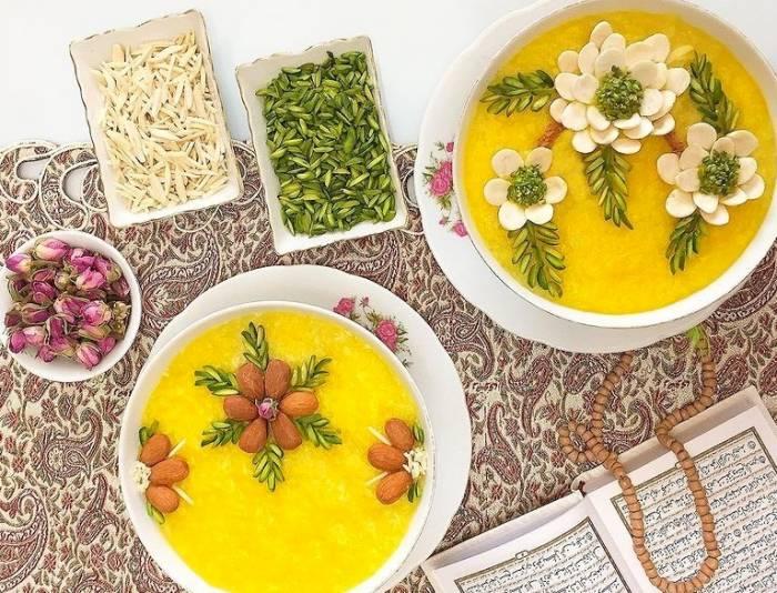 تزیین شله زرد با گل محمدی و خلال پسته