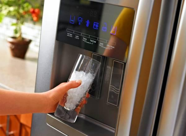 4 روش رفع بوی بد آبسردکن یخچال